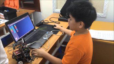 Kích thích phát triển tư duy cho trẻ qua việc học lập trình robot